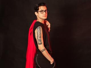 EliotGrey模特的性感個人頭像,邀請您觀看熱辣勁爆的實時攝像表演!