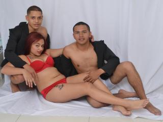 GroupHotSexx模特的性感個人頭像,邀請您觀看熱辣勁爆的實時攝像表演!