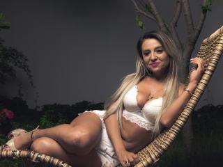 XPlayfulBlondeHot模特的性感個人頭像,邀請您觀看熱辣勁爆的實時攝像表演!