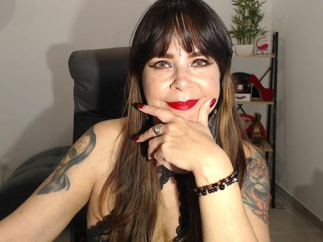 Photo de profil sexy du modèle EvaLuv, pour un live show webcam très hot !