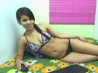 Kharla fisting webcam girl