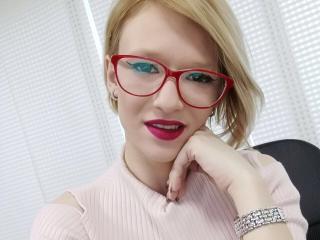 Sexy profile pic of SkyViolett
