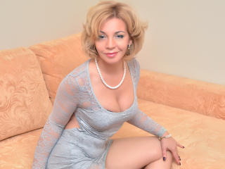 Picture of the sexy profile of AmazingDeb, for a very hot webcam live show !
