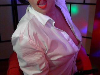 Model Aubade'in seksi profil resmi, çok ateşli bir canlı webcam yayını sizi bekliyor!