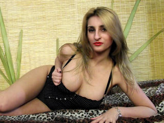 Picture of the sexy profile of AvyLola, for a very hot webcam live show !