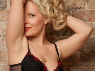 Velmi sexy fotografie sexy profilu modelky BonVoyage pro live show s webovou kamerou!