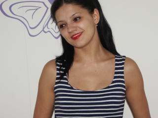 Photo de profil sexy du modèle BruneCindy, pour un live show webcam très hot !
