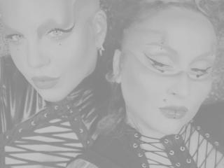 Bild på den sexiga profilen av CuteNaughtyDuoTS för en väldigt het liveshow i webbkameran!