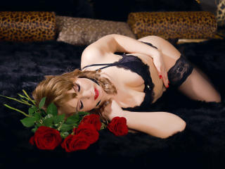 Photo de profil sexy du modèle HelenLena, pour un live show webcam très hot !