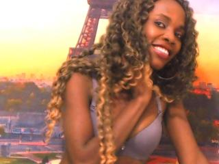 Photo de profil sexy du modèle HollySquirt, pour un live show webcam très hot !
