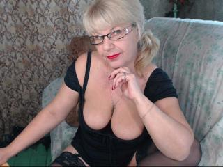 Picture of the sexy profile of HotSquirtyLady, for a very hot webcam live show !