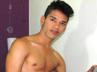 Picture of the sexy profile of KaRLBiGloadCum, for a very hot webcam live show !
