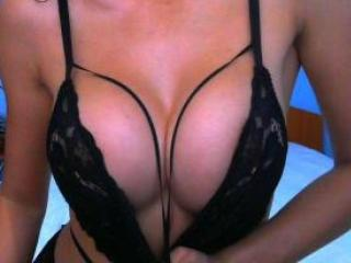 Photo de profil sexy du modèle MarisaHot, pour un live show webcam très hot !