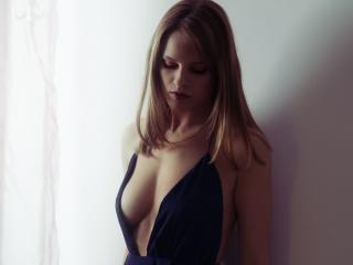 Velmi sexy fotografie sexy profilu modelky TinaRebellious pro live show s webovou kamerou!
