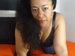 Picture of the sexy profile of XBrunnetteMature, for a very hot webcam live show !