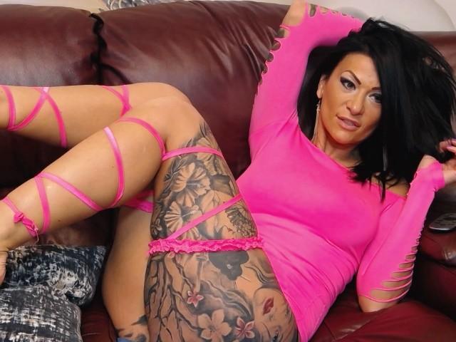 Foto de perfil sexy de la modelo AndraD, ¡disfruta de un show webcam muy caliente!