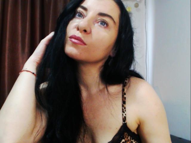 Foto de perfil sexy de la modelo DollBlue, ¡disfruta de un show webcam muy caliente!