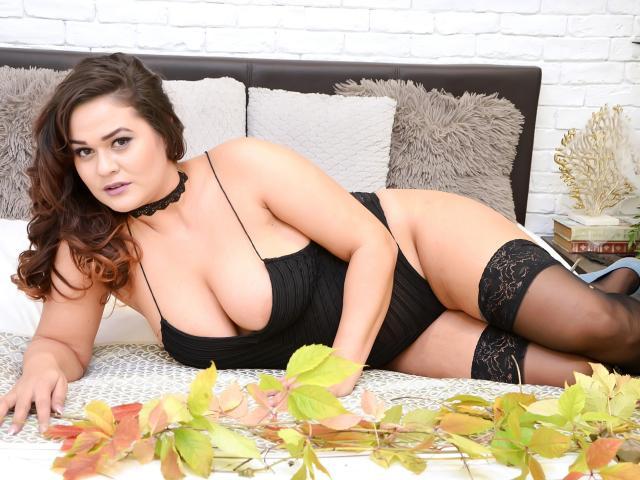 Foto del profilo sexy della modella LauraHazel, per uno show live webcam molto piccante!