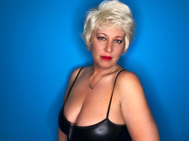 Photo de profil sexy du modèle LydiaColes, pour un live show webcam très hot !