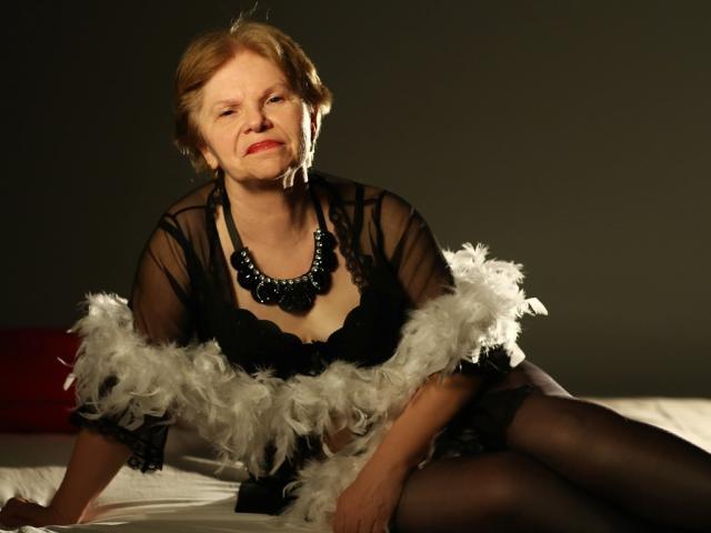 MatureEdith模特的性感個人頭像,邀請您觀看熱辣勁爆的實時攝像表演!