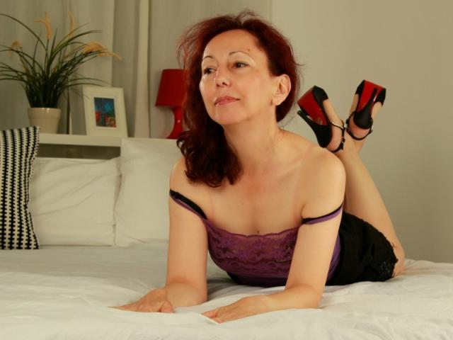 Picture of the sexy profile of OneFlirtMadam, for a very hot webcam live show !
