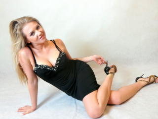 LadyMartina - Sexy live show with sex cam on XloveCam