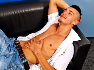 KennethStud - Sexy live show with sex cam on XloveCam