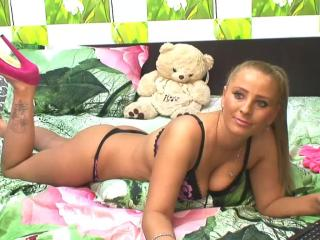 KikiSweet - Sexy live show with sex cam on XloveCam