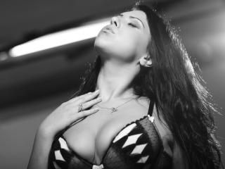 OneSexyCourtney - Sexy show e live webcam di sesso in diretta su XloveCam