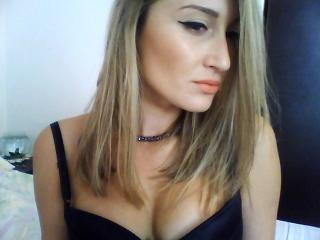 LovelySaraX - Sexy live show with sex cam on XloveCam