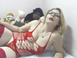 MilfLorellay - Sexy live show with sex cam on XloveCam