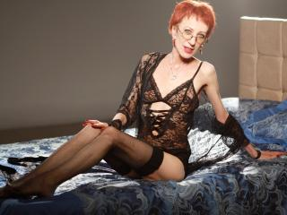 CameliaForU - Web cam x with a small breast Lady over 35