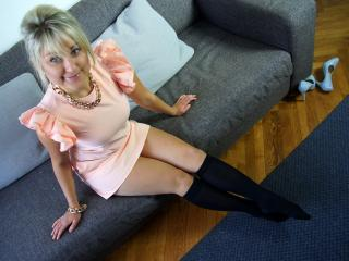 HottClara - chat online x with a European Attractive woman