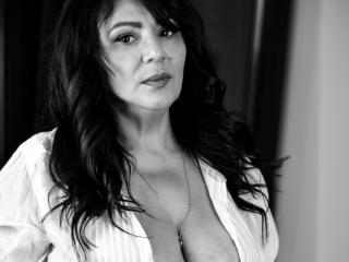 SxyVivian - online show porn with this European Mature