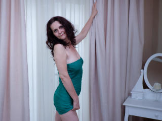 BrendaBelleForYou - Chat live hot with this shaved intimate parts Lady over 35