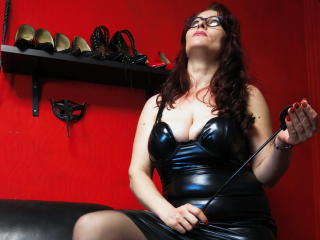 HairySonia - Webcam live exciting with this standard body Lady over 35