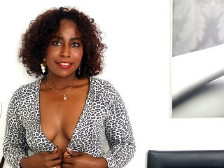 Elietthe - Chat xXx with this dark-skinned Lady over 35