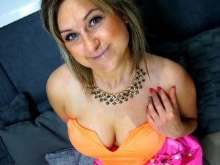 HottClara - Sexy live show with sex cam on XloveCam®