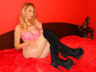 DeliciouseGiulia - Show sexy et webcam hard sex en direct sur XloveCam®