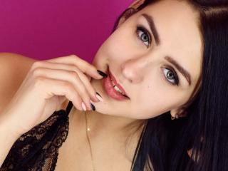 BlurE - Webcam exciting with a athletic build Young and sexy lady