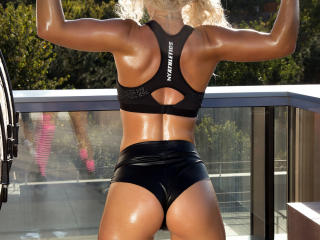 MissZhanna - Webcam live hard with a Sexy babes with average hooters