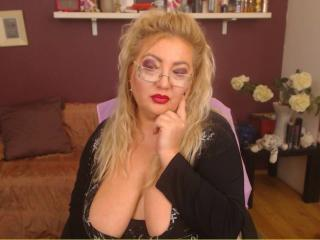 TresSexyFlorence - Show live x with a Mature with massive breast