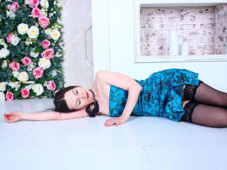 FlowerKat - Chat live x with this black hair Horny lady