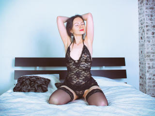FlowerKat - Cam hot with a black hair Gorgeous lady
