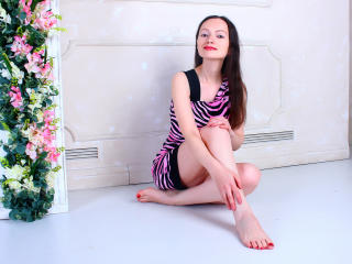 FlowerKat - Chat exciting with a brunet Lady