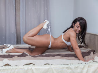 NinaFontaine - Webcam live sexy with a brunet Girl