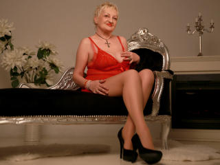 UrFunnyLady - Webcam live nude with a light-haired Mature