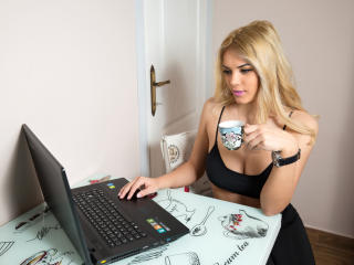 SophieAnn - Sexy live show with sex cam on XloveCam®