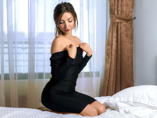 LaraJoy - Chat cam sexy with this slender build Young and sexy lady