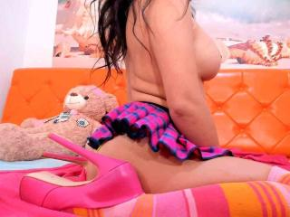 FunBrunettee - Live cam exciting with a hot body Sexy babes